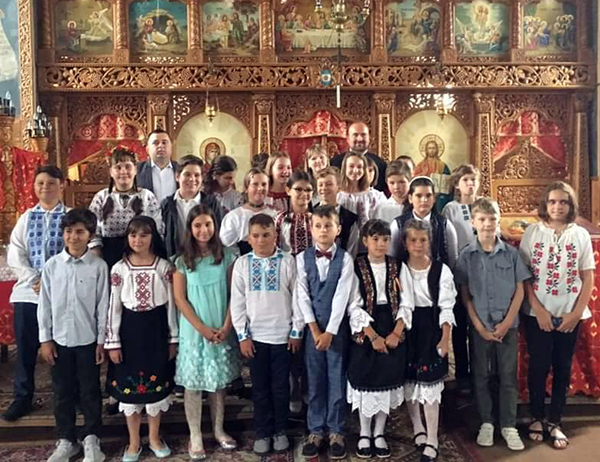 Spectacol și slujbă religioasă la finalul taberei de artă de la Vălenii Șomcutei