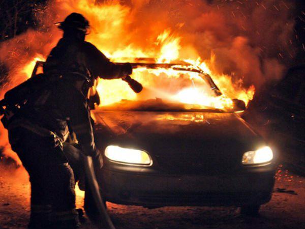 Mașina șefului Poliției, incendiată