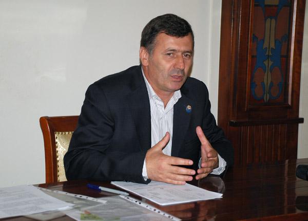 """Afacerist în Iaşi, director în Maramureş şi """"încurcă lume"""" prin judeţ"""