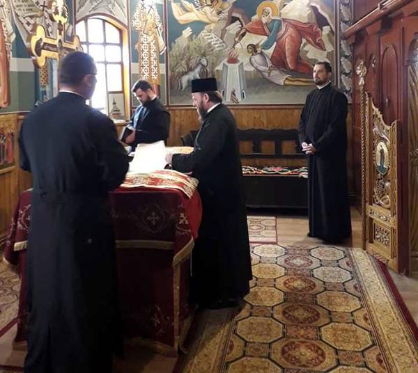 """Preasfinţitul Timotei, la Biserica """"Sf. Constantin şi Elena"""" din Baia Sprie"""
