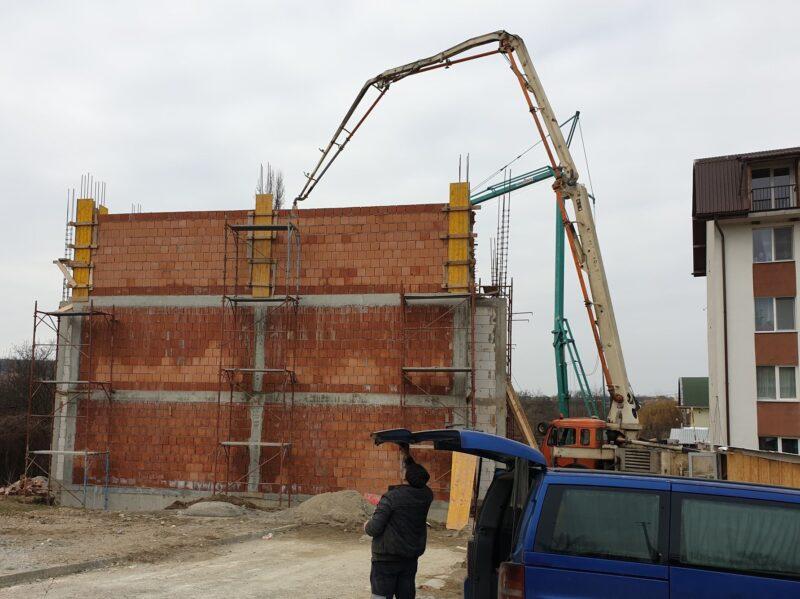 ȘOMCUTA: Lucrări avansate la noul bloc pentru locuințe sociale