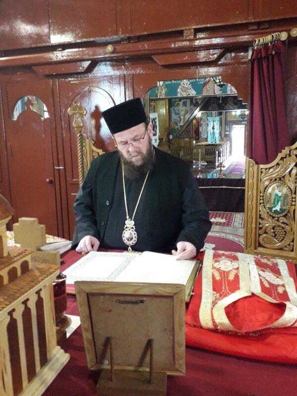 Hram la Baia Sprie. Preasfințitul Timotei târnosește biserica de lemn